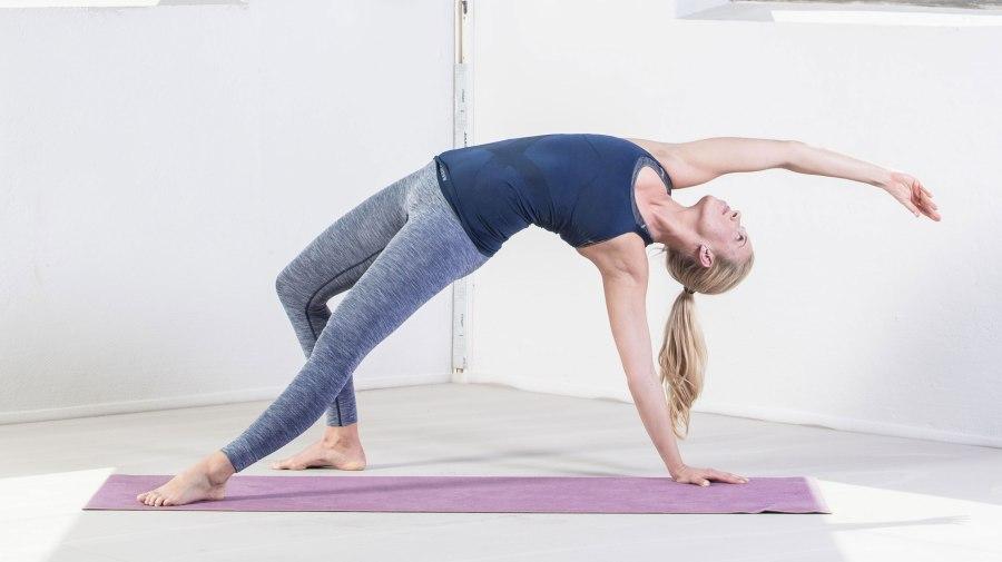 yoga_camatcarasana3