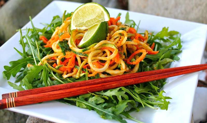 raw-spaghetti-med-tomatsaus