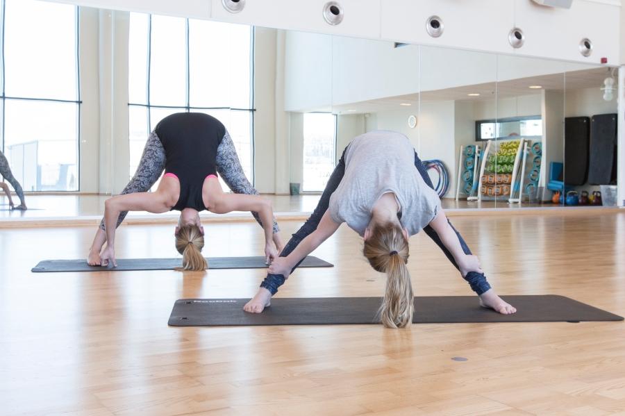 260216_3t_yoga med barn_4726